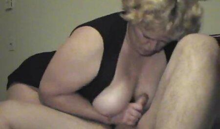 Blonde Hure mit winzigen deutsche sexfilme gratis Titten bekommt ihre Muschi von einem heißen Küken geleckt