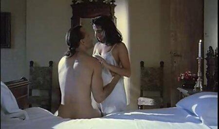 Zwei versaute Huren essen Fotzen und ficken im Badezimmer mit einem roten Dildo die kostenlose pornofilme inzest Muschi